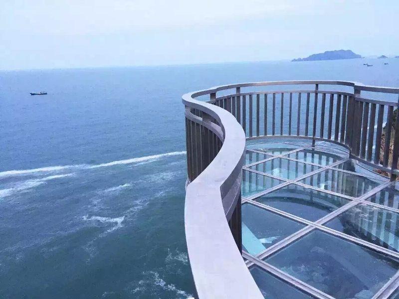 案例成果 经典案例  用中国南海海域九段线形状设计出挑玻璃观景平台