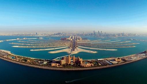 于迪拜人工岛——朱美拉棕榈岛新月路的中心位置,地理位置得天独厚